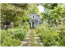 Vẻ đẹp yên bình của khu vườn nhỏ bên ngôi nhà rêu phong