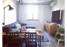 Vợ chồng trẻ cải tạo nhà tan hoang thành căn hộ gọn gàng